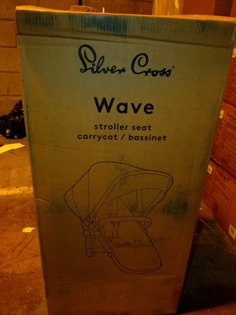 Lot 10030 SILVER CROSS WAVE PUSHCHAIR SEAT AND CARRYCOT 1 BOX