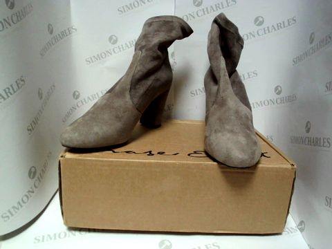 Lot 13088 BOXED PAIR OF DESIGNER PHASE EIGHT BOOTS - UK SIZE  6