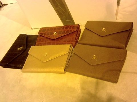 Lot 2816 5 ASSORTED LEATHER PURSES