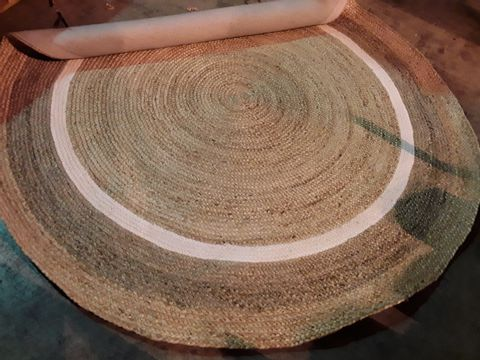Lot 553 DESIGNER NATURAL JUTE BORDER CIRCULAR RUG 200 diam