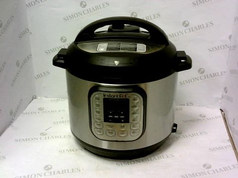 Lot 15 INSTANT POT 7 IN 1 PRESSURE COOKER