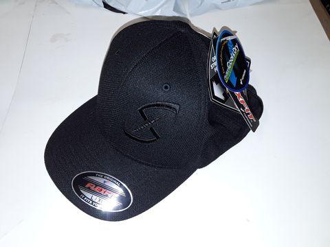 Lot 94 FLEXFIT COOL & DRY MESH CAP IN BLACK - L/XL