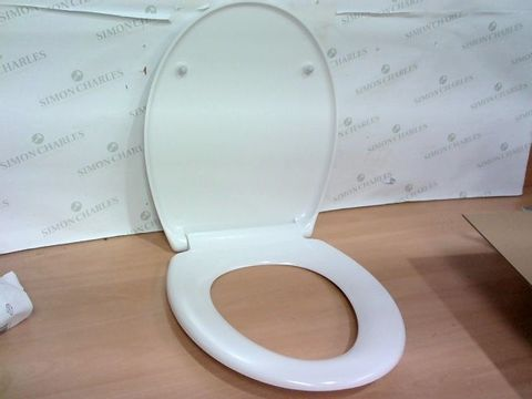 Lot 2275 EXCELLENT CONDITION WHITE TOILET SEAT