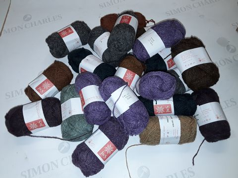 Lot 8324 LOT OF APPROXIMATELY 20 J&S 25G SHETLAND WOOLS IN VARIOUS COLOURS