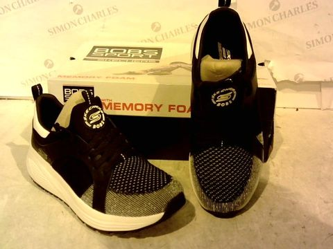 Lot 15931 BOXED PAIR OF BOBS SPORT FROM SKETCHERS BLACK/WHITE TRAINERS SIZE 5