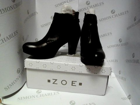 Lot 13095 BOXED PAIR OF DESIGNER ZOE BOOTS - UK SIZE 5