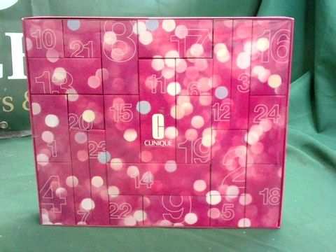 Lot 1006 CLINIQUE 24 DAYS OF CLINIQUE BEAUTY PRODUCTS ADVENT CALENDAR