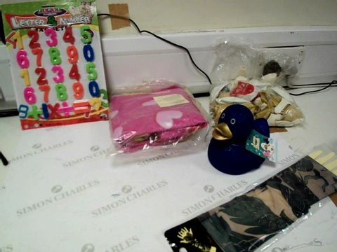Lot 1100 A BOX OF ASSORTED ITEMS TO INCLUDE LETTER AND NUMBER MAGNETS X4, RUBBER DUCK AND A PACKET OF BALLOONS