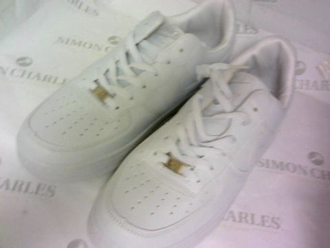Lot 1061 WHITE TRAINERS SIZE 8½