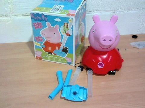 Lot 803 PEPPA PIG PEPPA'S VACUUM CLEANER RRP £31.99