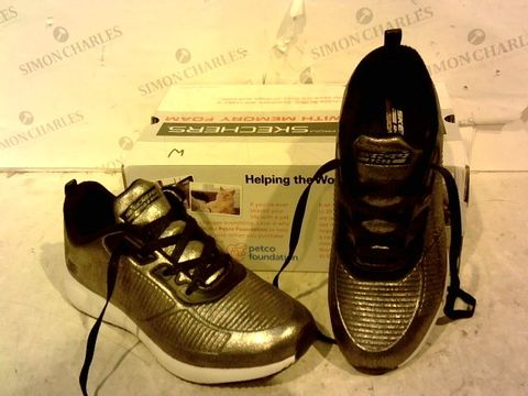 Lot 15922 BOXED PAIR OF BOBS SPORTS FROM SKETHCERS METALLIC EFFECT TRAINERS SIZE 6.5