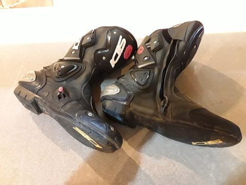 Lot 51 PAIR OF SDI BLACK LEATHER MOTORCYCLE BOOTS SIZE UK 11