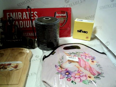 Lot 7637 LOT OF APPROXIMATLEY 36 ASSORTED HOUSEHOLD ITEMS TO INCLUDE WELDING WIRE, TOOLS, METAL SIGN, BREAKFAST BOARD ETC