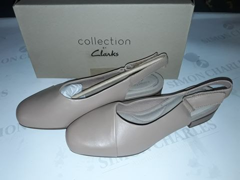 Lot 8059 BOXED PAIR OF CLARK'S JULIET PULL SHOES IN PRALINE LEATHER - UK 6