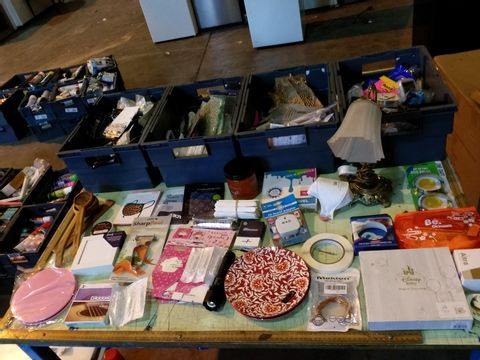 Lot 22 FOUR TRAYS OF ASSORTED ITEMS TO INCLUDE: LAMP, PLATES, TOURIST PLUG ADAPTOR, CARROT PEELER ETC