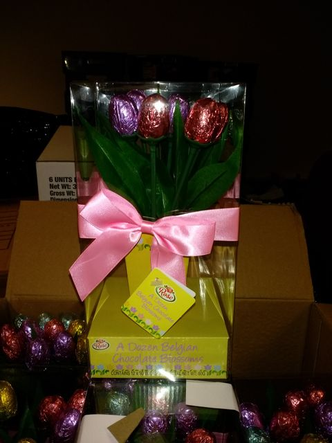 Lot 3618 BOX OF 6 ROSE CHOCOLATE A DOZEN BELGIAN CHOCOLATE BLOSSOMS