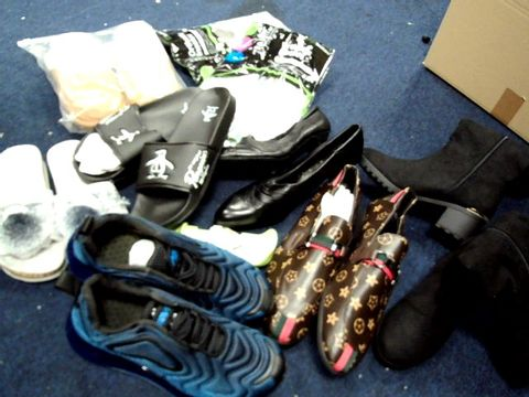 Lot 4723 BOX OF APPROXIMATLY 7 PAIRS OF ASSORTED DESIGNER SHOES & BOOTS, CLARKES FOOT MEASURE, INSOLES.