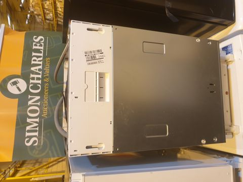 Lot 7027 INDESIT DSIE2B10UKN SLIMLINE FULLY INTEGRATED DISH WASHER