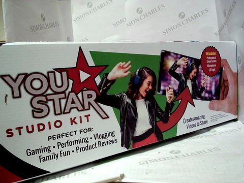 Lot 2079 YOU STAR STUDIO KIT - PERFECT FOR GAMING, PERFORMING, VLOGGING, FAMILY FUN AND PRODUCT REVIEWS, AGE 10+