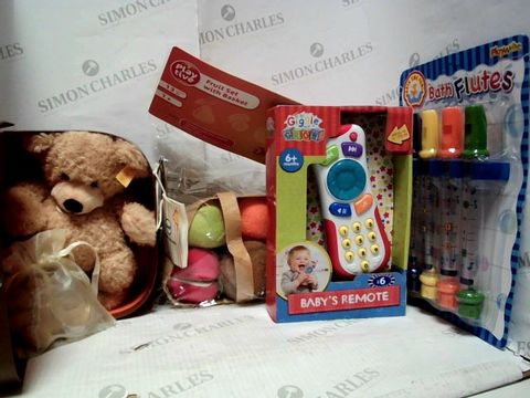 Lot 7370 LOT OF A LARGE QUANTITY OF ASSORTED TOYS & GAMES, TO INCLUDE GIGGLE & GROW BABY REMOTE, PLAY WRITE BATH FLUTES, STEIFF TEDDY DUO, ETC