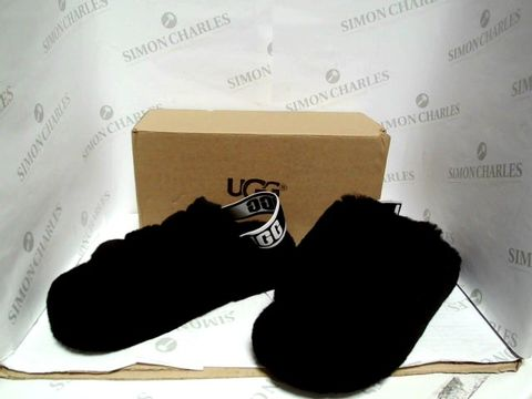 Lot 1064 UGG SLIPPERS - SIZE 39