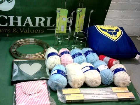 Lot 9007 LOT OF ASSORTED HOUSEHOLD ITEMS TO INCLUDE: KNITTING YARN, WALL ART, ASSORTED HOME ITEMS