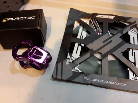 Lot 70 TWO ITEMS, FSA POWERBOX AERO ROAD CHAINRING & BURGTECH ANODISED 35mm ENDURO HEAD CLAMP