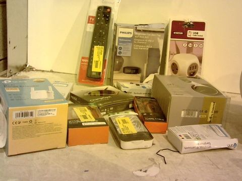 Lot 1031 BOX OF APPROXIMATELY 25 ELECTRONIC PRODUCTS TO INCLUDE- AN 1.8M SYC CHARGING CABLE, A MIXX WIRELESS CHARGER  AND A TP-LINK WIFI EXTENDER