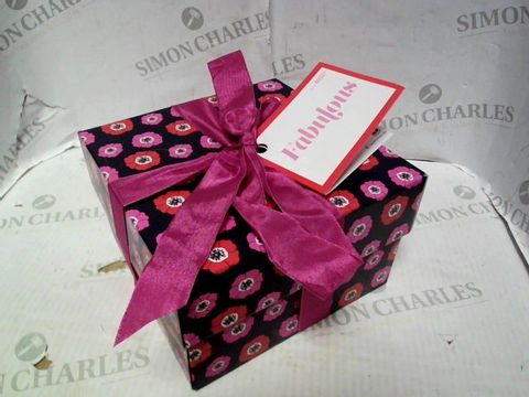Lot 5271 LUSH FABULOUS GIFT BOX