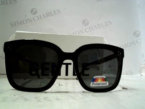 Lot 93 DESIGNER BLACK FRAMED SUNGLASSES
