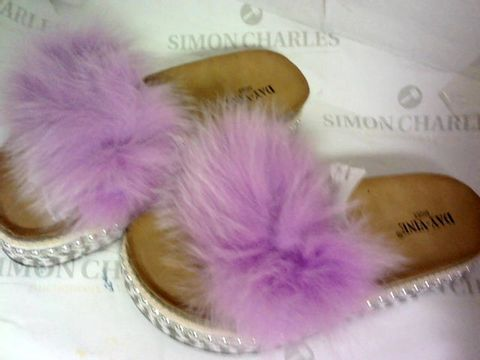Lot 1022 DAY-VINE SLIP ON SAMDALS PURPLE SIZE 39