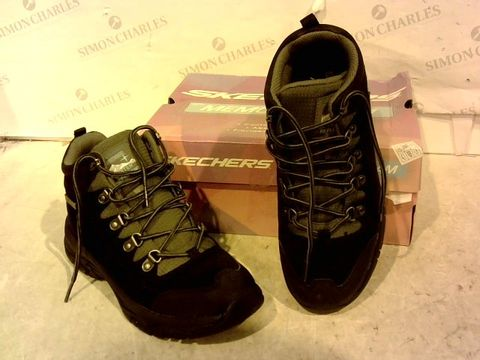 Lot 15944 BOXED PAIR OF SKETCHERS BLACK BOOTS SIZE 5.5