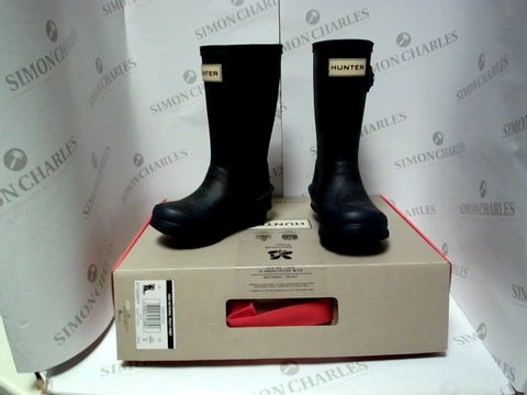 Lot 13023 BOXED PAIR OF DESIGNER HUNER BOOTS - UK KIDS SIZE 7