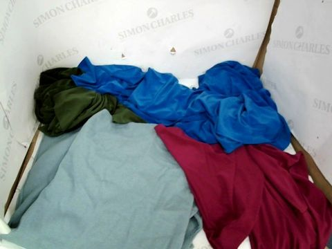 Lot 8622 BOX OF APPROXIMATELY 22 DESIGNER CLOTHING ITEMS TO INCLUDE WINTER COATS IN A RANGE OF DIFFERENT COLOURS, CREAM/WHITE TURTLE NECK JUMPERS, AND KHAKI GREEN FLARE SLEEVE TOP