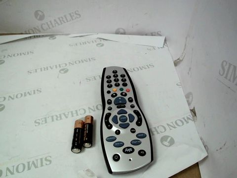 Lot 10072 SKY +HD REMOTE