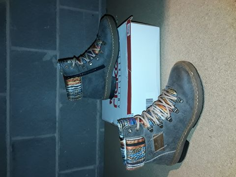 Lot 10095 BOXED PAIR OF RIEKER SHOES SIZE 39