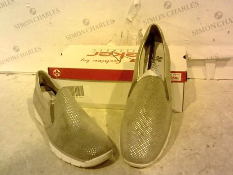 Lot 15948 BOXED PAIR OF RIEKER GREY SLIP ON SHOES SIZE 40