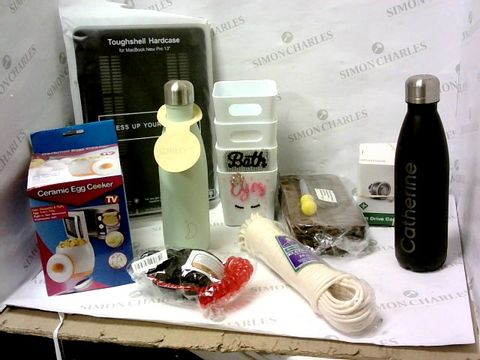 Lot 7296 BOX OF A SIGNIFICANT QUANTITY OF ASSORTED HOUSEHOLD ITEMS TO INCLUDE DESIGNER CERAMIC EGG COOKER, PERSONALISED WATER BOTTLE, DESIGNER CLOTHES LINE ETC