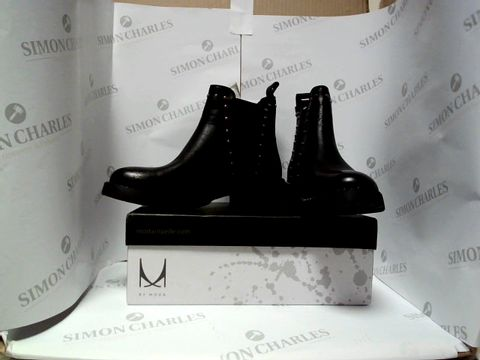 Lot 13016 BOXED PAIR OF DESIGNER MODA IN PELLE BOOTS - UK SIZE 5