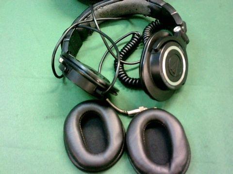 Lot 9015 AUDIO TECHNICA ATH-M50 HEADPHONES WITH TRAVEL CASE
