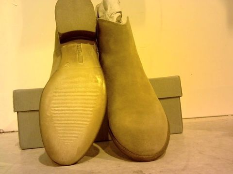 Lot 16229 BOXED PAIR OF MANAS SUEDE CHELSEA BOOTS UK SIZE 6