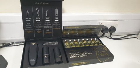 Lot 7606 LOT OF 3 BEARD CARE SETS TO INCLUDE JANE CHOI BEARD GROWTH KIT AND 2X THE BEARD STRUGGLE SKALL BROTHER BEARD OILS SET