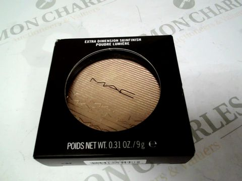 Lot 8240 MAC EXTRA DIMENSION SKINFINISH