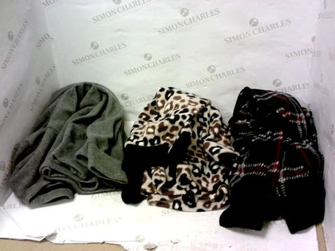Lot 8001 BOX OF A SIGNIFICANT QUANTITY OF ASSORTED DESIGNER CLOTHING ITEMS TO INCLUDE DESIGNER GREY JUMPER, DESIGNER LEOPARD PRINT JUMPER, DESIGNER BLACK/WHITE/RED JUMPER ETC