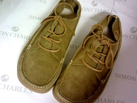 Lot 1038 YOGI FOOTWEAR SUEDE BOATSHOES SIZE 8