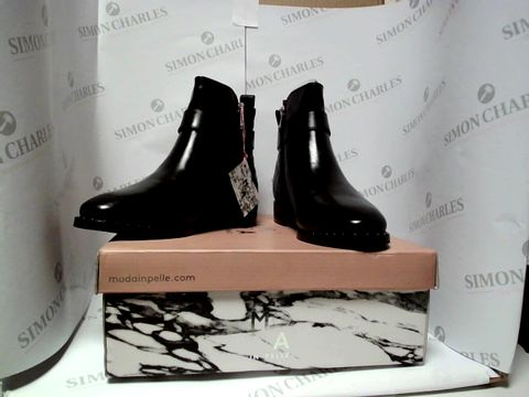 Lot 13010 BOXED PAIR OF DESIGNER MODA IN PELLE BOOTS - UK SIZE 6