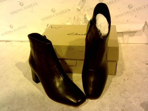 Lot 15940 BOXED PAIR OF CLARKS BLACK FAUX LEATHER HIGH HEEL BOOTS SIZE 4D