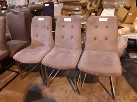 Lot 18 SET OF THREE DESIGNER GREY BUTTONED FABRIC SINGLE DINING CHAIRS