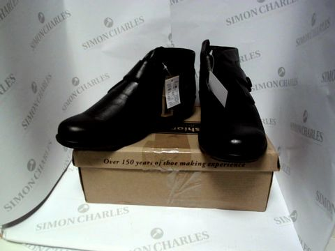 Lot 13048 BOXED PAIR OF DESIGNER CUSHION WALK BOOTS- UK SIZE 6