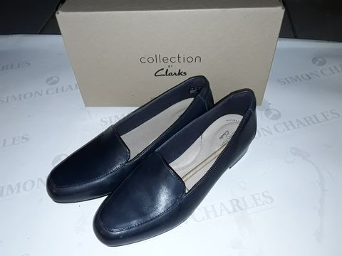 Lot 8006 BOXED PAIR OF CLARK'S JULIET LORA SHOES IN BLACK -  UK 7
